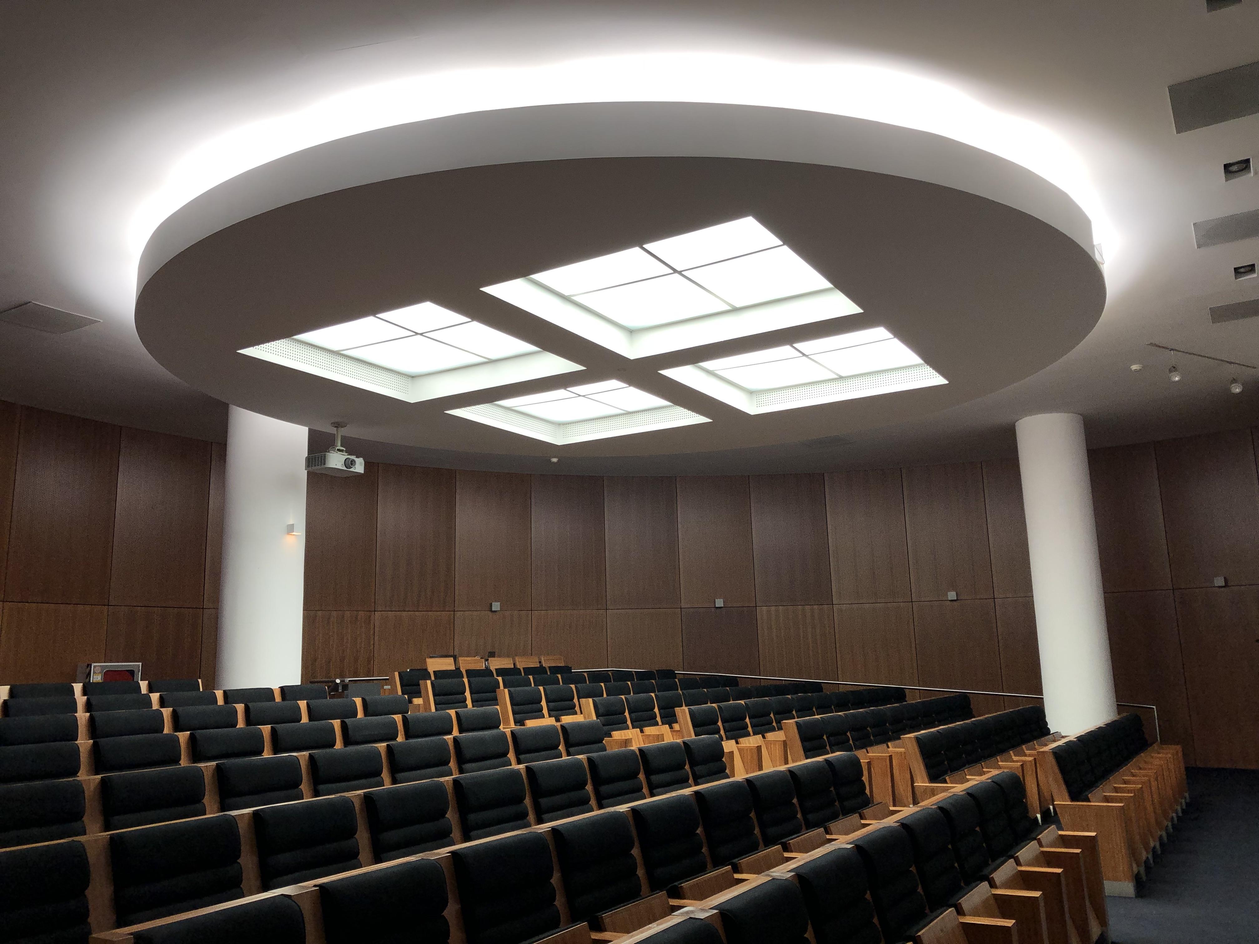 Centro Hospitalar Universitário do Porto: Iluminação Interior